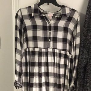 Plaid maternity shirt